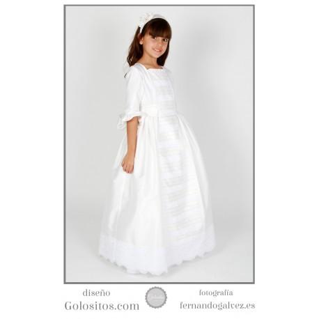 Vestido de Comunion de Seda marfil, modelo faldon. Con puntillas