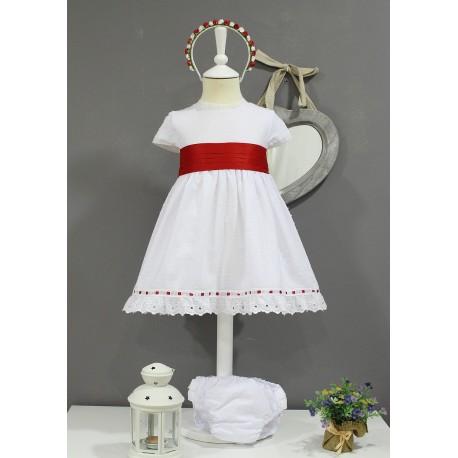 Vestido de arras, plumeti blanco con fajin y escote V espalda