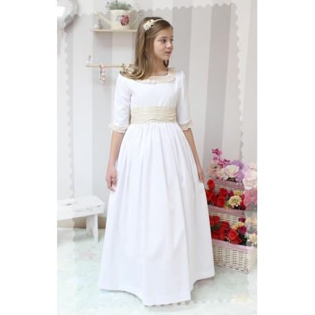 Vestido de Comunión Pique Blanco. Manga francesa, tira bordada beige