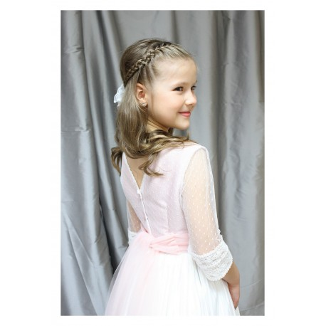Vestido Comunion con tul de plumeti y falda tableada, fajín de tul rosa suave