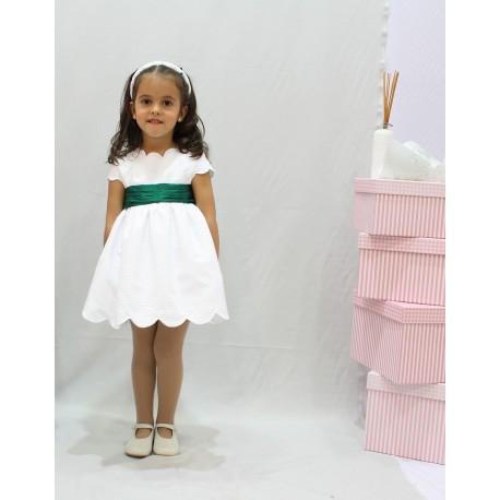 Vestido de arras, pique blanco con fajín verde andalucia