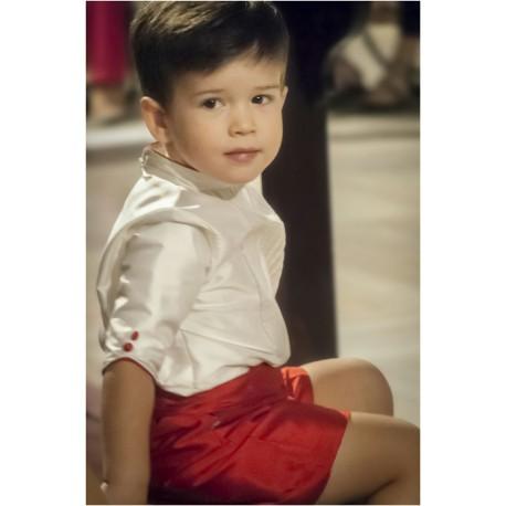 Traje de niño para boda en seda, camisa marfil pantalón rojo. Manga francesa