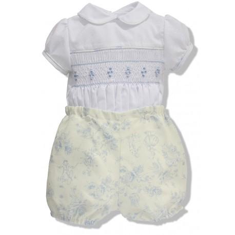 Traje de bebé. Camisa brillantina blanca bordada, pantalón lino estampado
